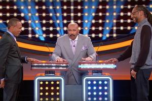 WATCH: Snoop Dogg Loses to Sugar Ray Leonard on Pot-Related Family Feud Question